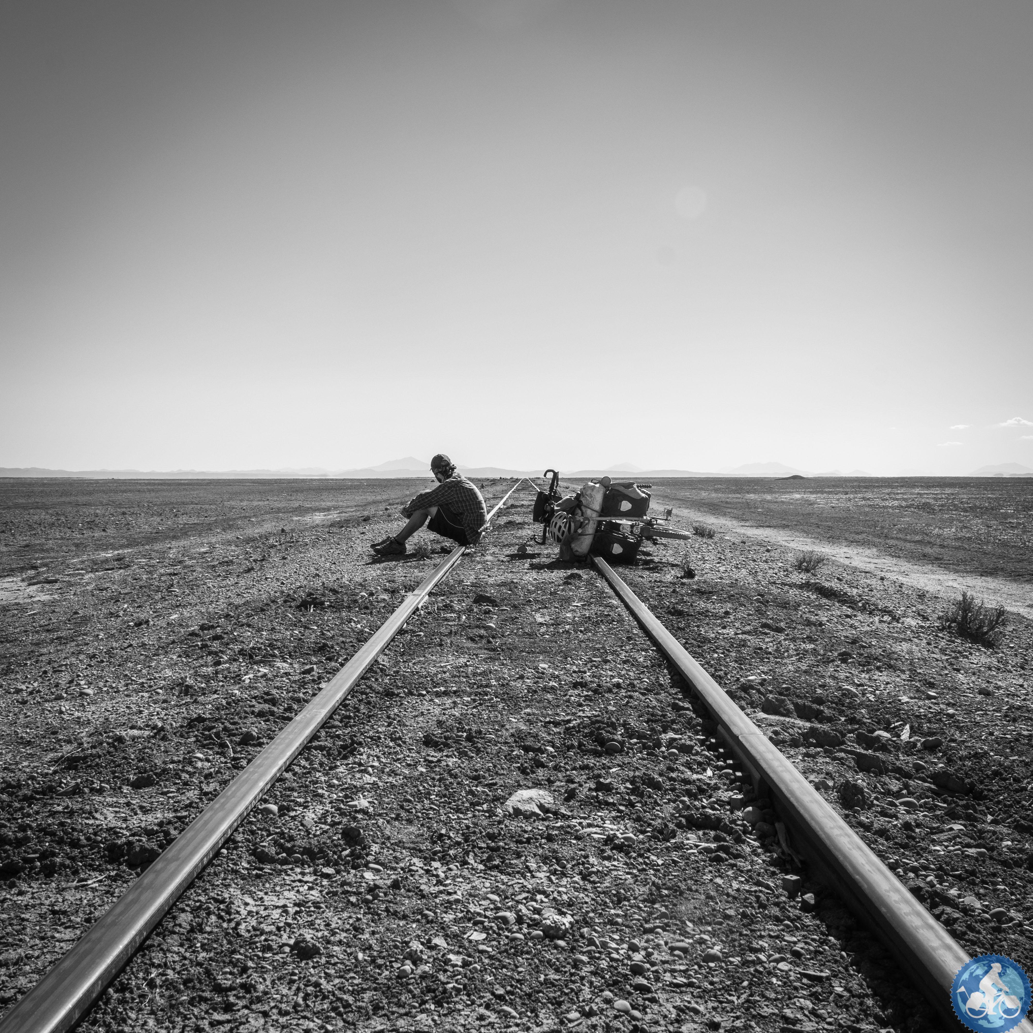 Entlang der Bahnschienen