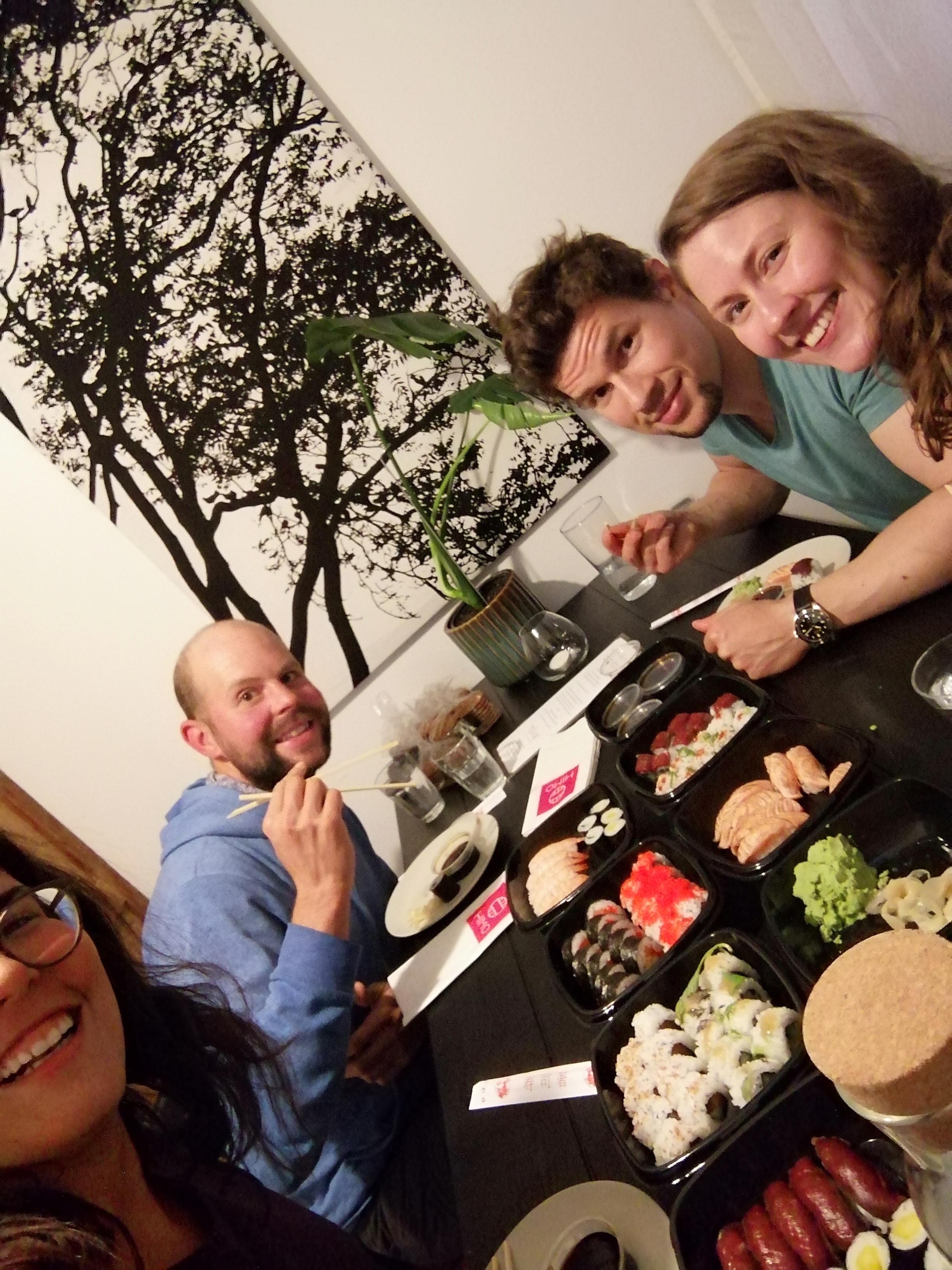 Sushi-Essen zuhause bei Lilian und Jaako