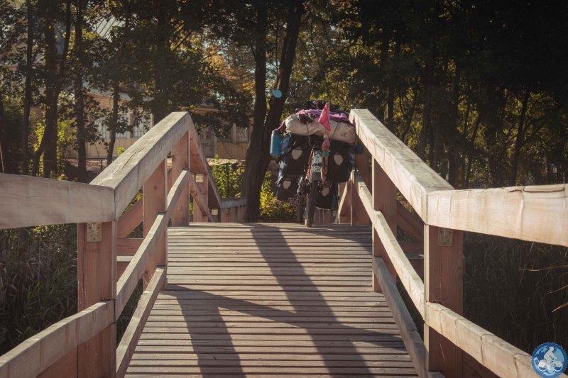 Ob die Brücke wohl das Gewicht aushält?
